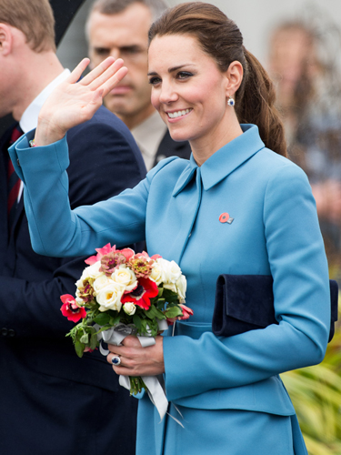 kate-middleton-duchess-of-cambridge-blue-alexander-mcqueen-coat-dress-new-zealand-april-2014-bouquet