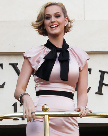 Katy Perry's pink evening dress with bow