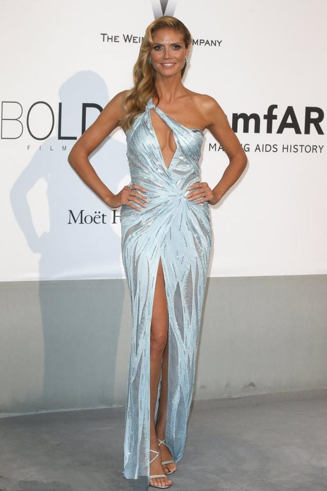 Heidi Klum's blue high spilt evening dress