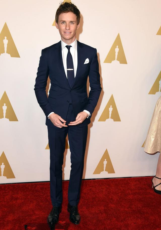 Eddie Redmayne's dark blue suit