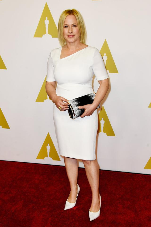 Patricia Arquette's white dress with short sleeves